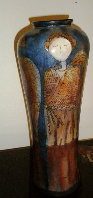 Gabriela Lascaris (2003)  Seres de paz Pintura sobre porcelana, pigmentos, quema a 900 ºC 48 x 18 ø