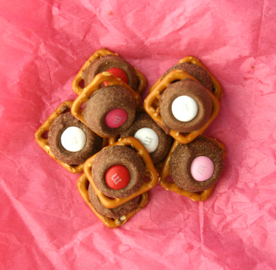 Pretzel Rolo m&m valentine's day treat