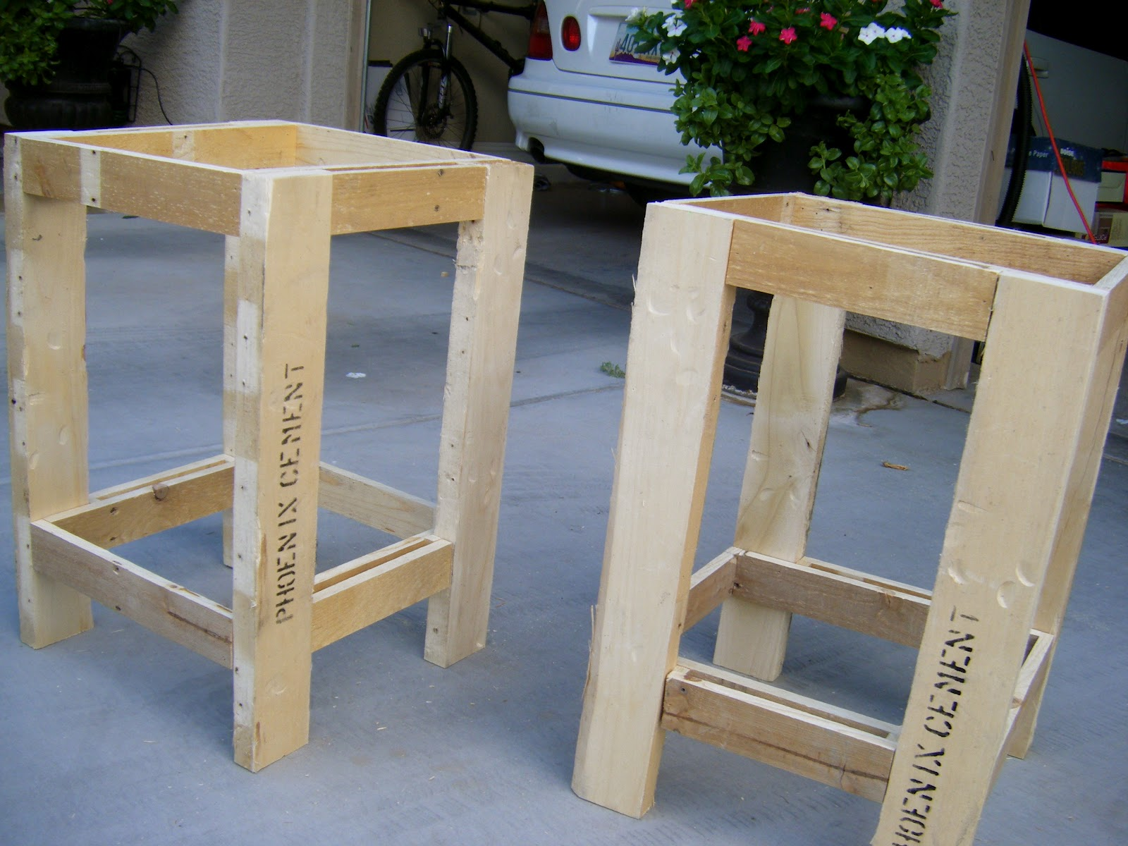 Eat live play side table pallet redux for Pallet bed frame with side tables