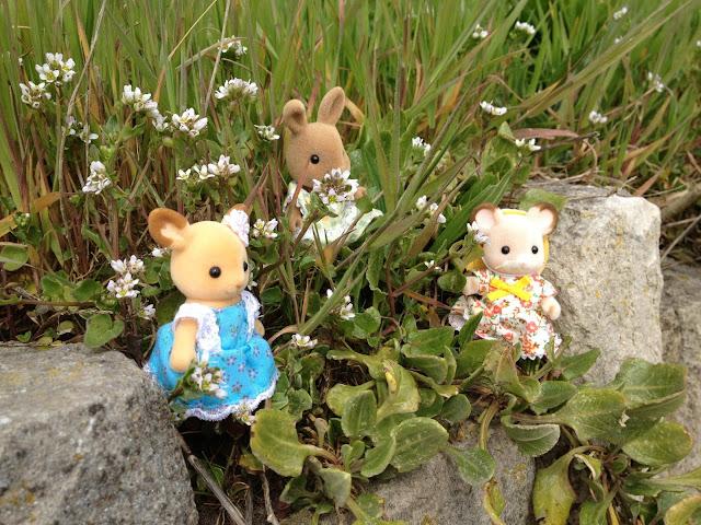 Sylvanian Families Flower Petals Dappledawn Rabbit Fielding Mouse Buckley Deer