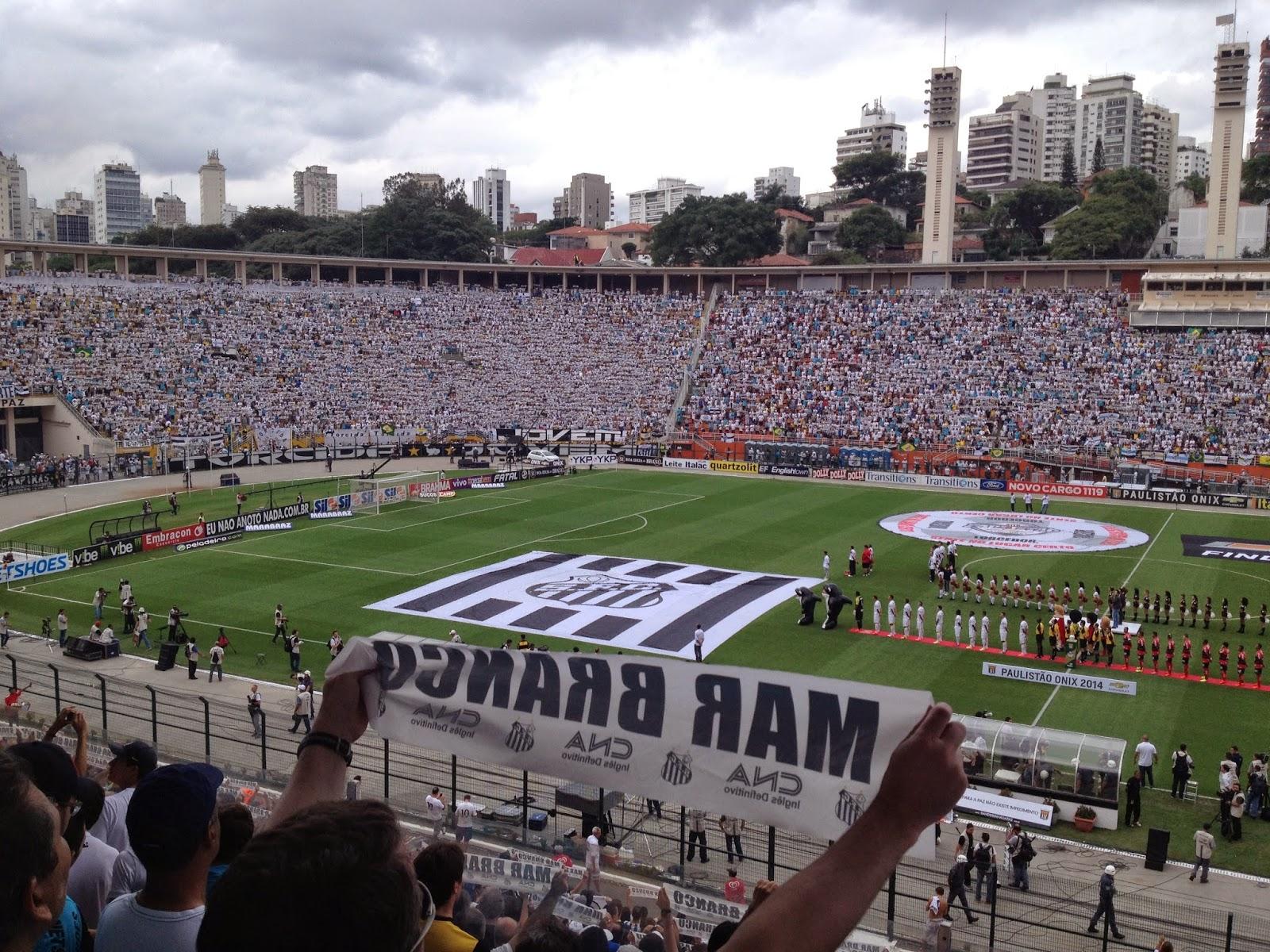 Torcida do Santos no Pacaembu na final contra o Ituano