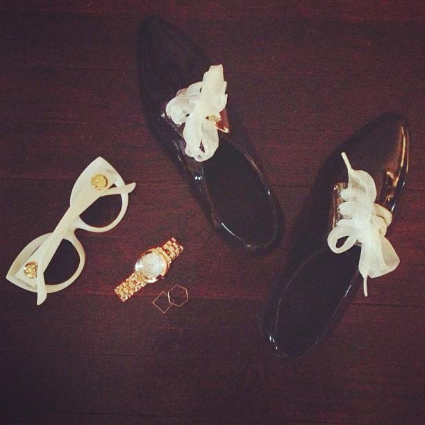 CRAP eyewear The Diamond Brunch sunglasses, La Mer Odyssey watch, flea market rings, Growze shoes