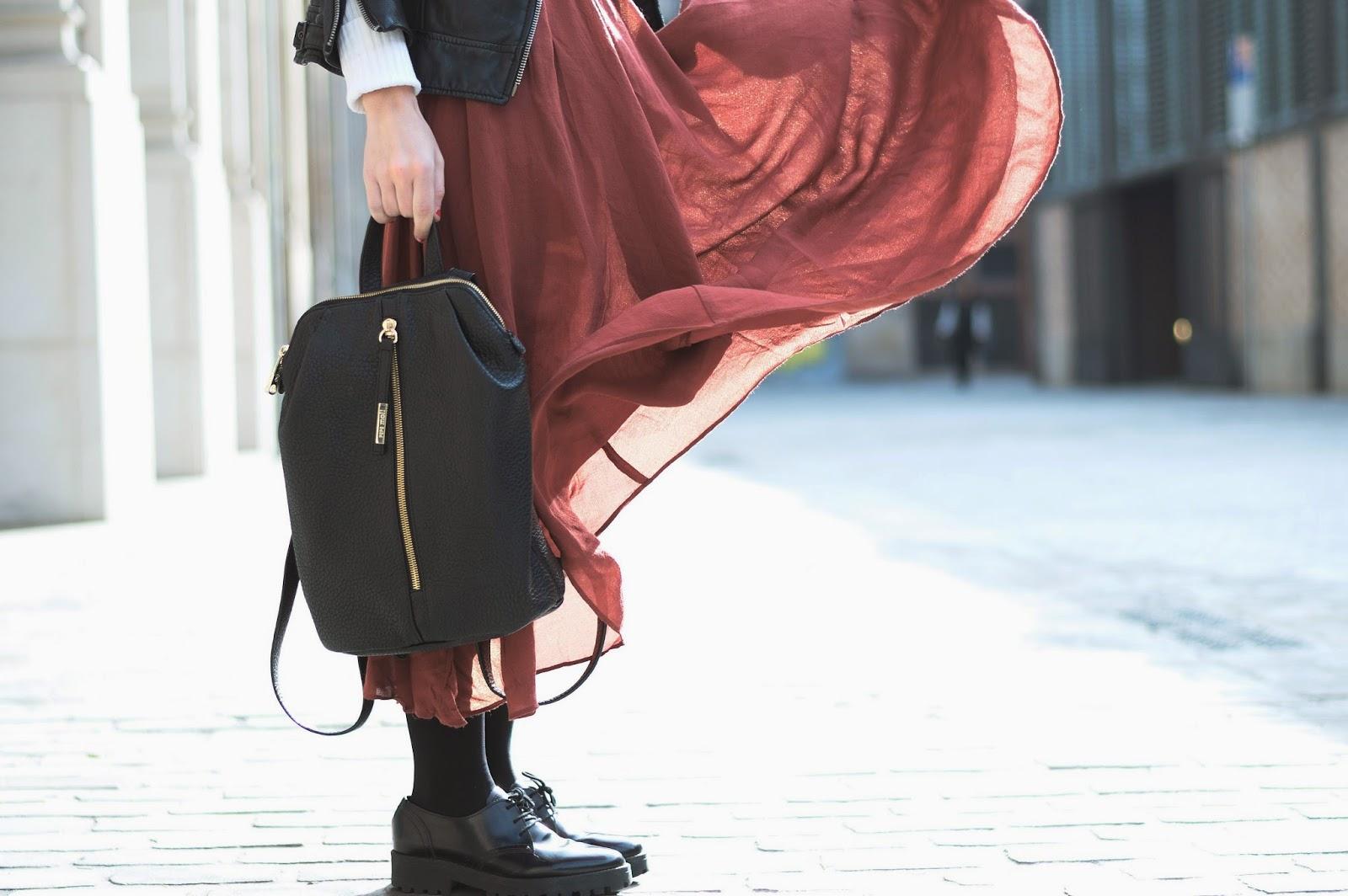 Perfecto, falda, collar Mango, Jersey Zara, Zapatos Urban Outfitters