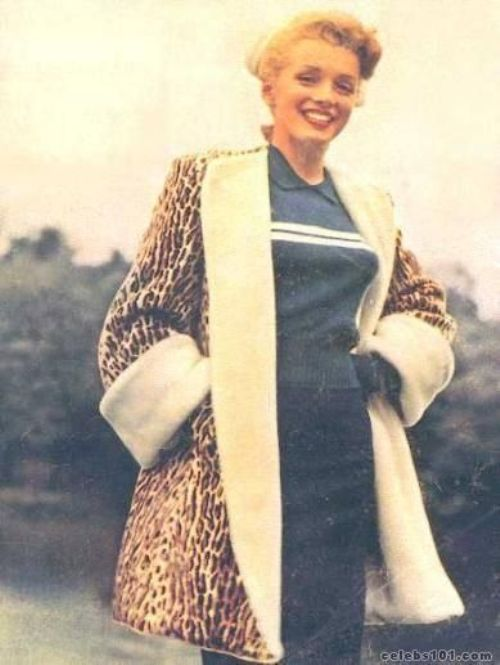 Marilyn Monroe wears fur coat, blue shirt and pencil skirt