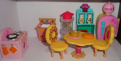Dollbox, kitchen