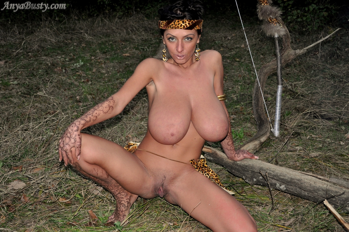 nude women squrting outdoors