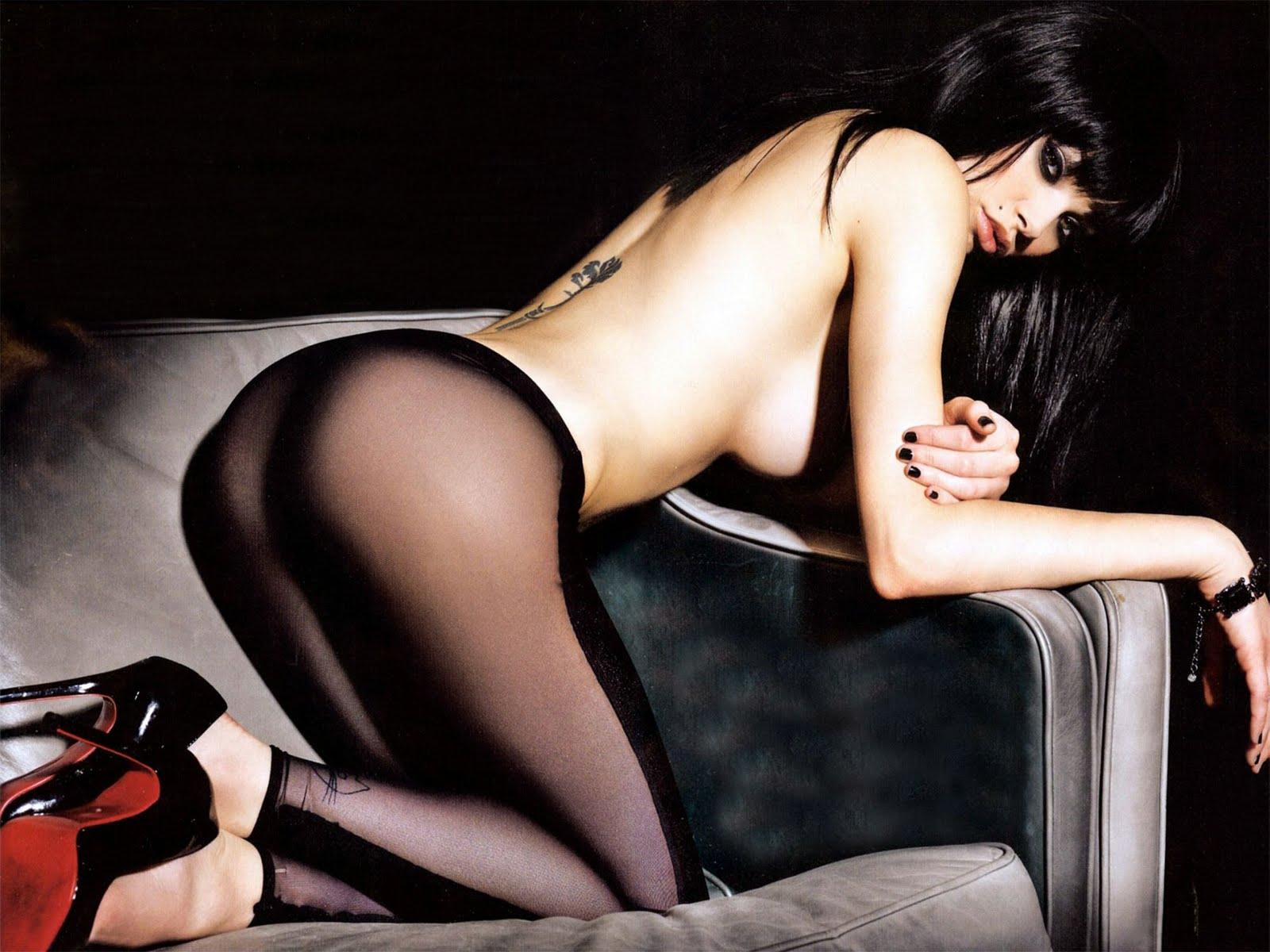 http://4.bp.blogspot.com/-K8_Zu7l3Q8A/TX3mM0VtrfI/AAAAAAAAHFU/hrXjxdy6LIw/s1600/celebskin_vikki_blows_topless_panties_cowboyboots_wallpaper_7.jpg