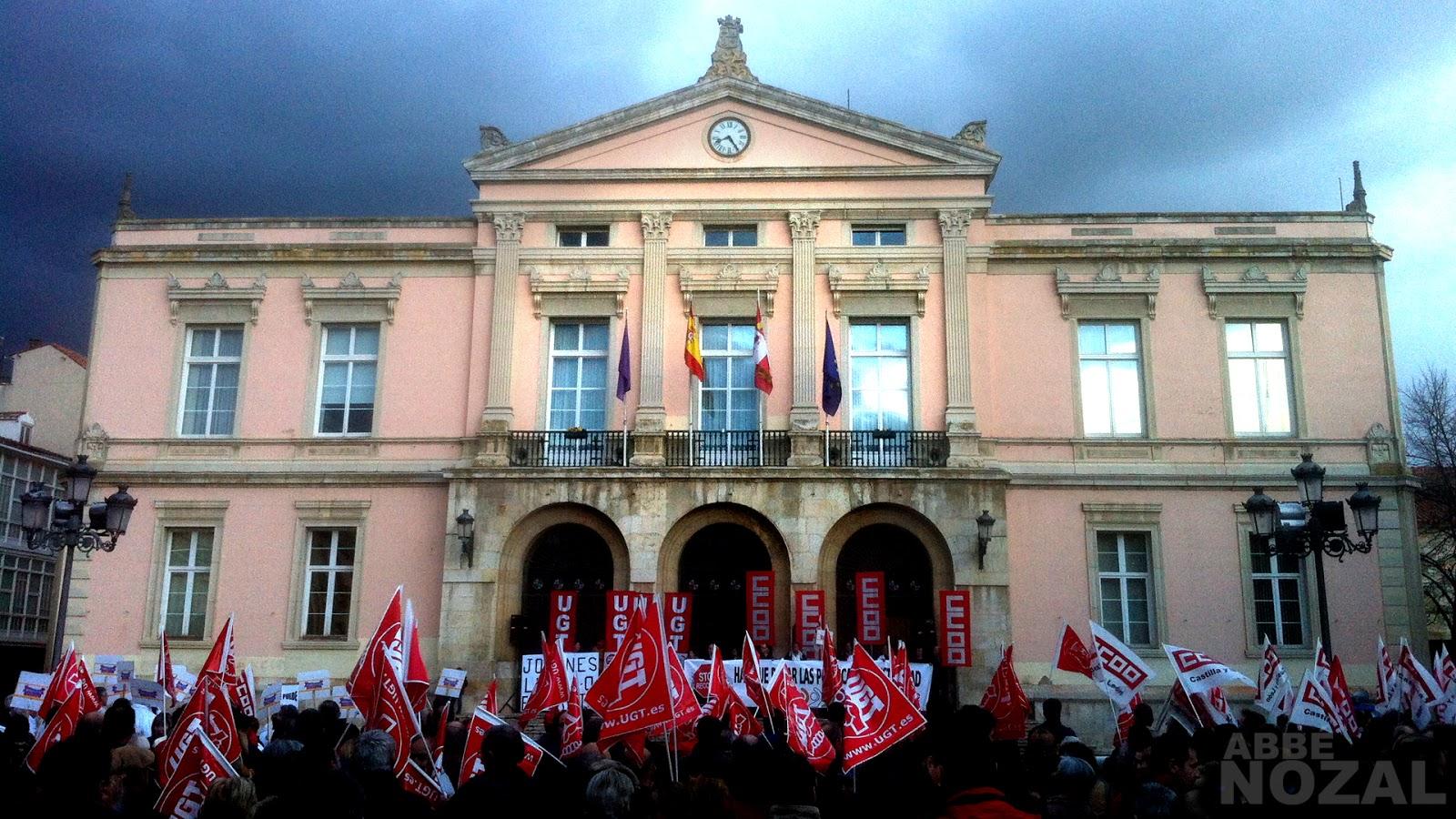 El Ayuntamiento... y el pueblo, 2014 Abbé Nozal