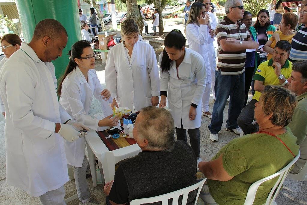 """População prestigia atendimento no evento """"Em dia com a saúde"""""""