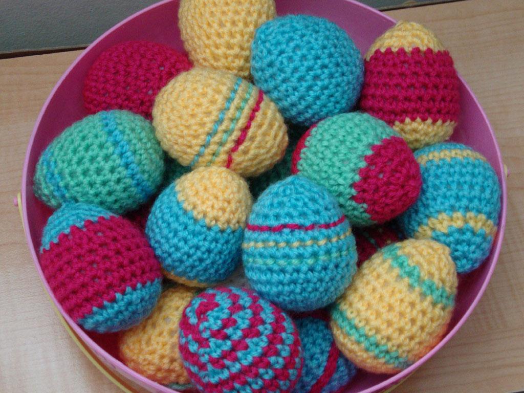 http://4.bp.blogspot.com/-K9FW_35qgao/UVWbzXBoxHI/AAAAAAAADJQ/6-roryCfCQE/s1600/easter_eggs_crochet_wallpaper.jpg