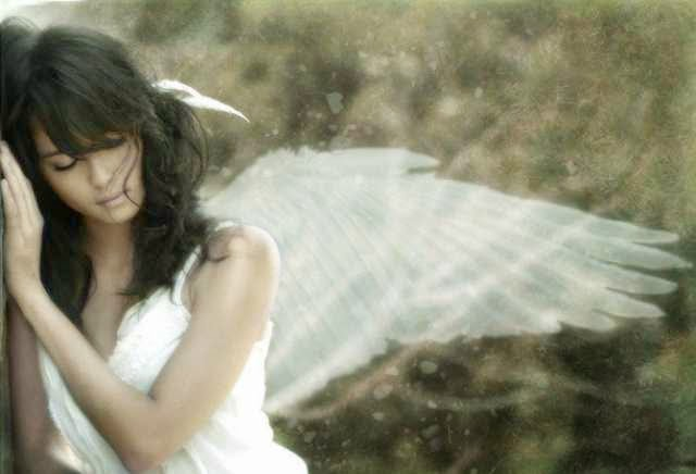 Seven Signs That An Angel Is With You