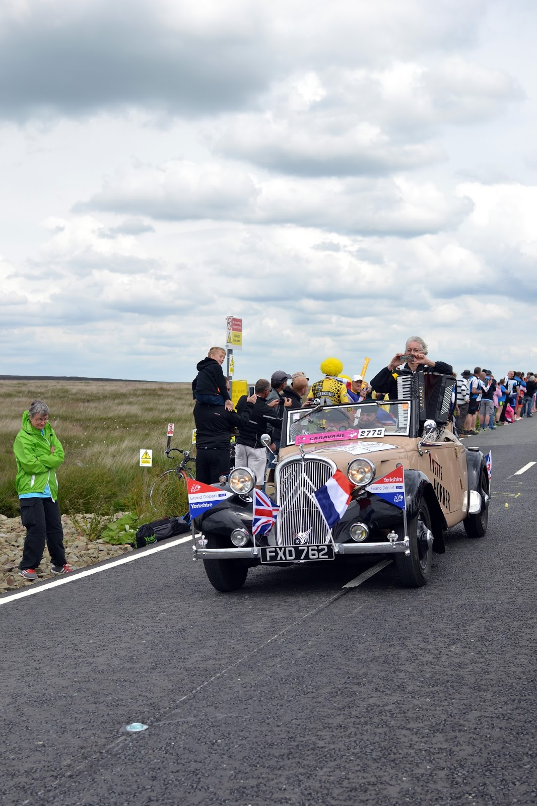 caravan, le tour de france, le tour, the tour de france, team sky, peloton, yorkshire, lancashire, tour de yorkshire, blackstone edge, cycling, velo, littleborough, greater manchester, rochdale, cragg vale, north west, TDF, 2014, bikes, photography, sport, athletes, cyclists, uk, great Britain, united kingdom, france, french,