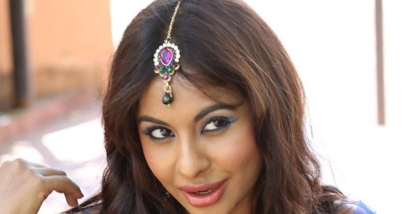 Shruti hassan hot b b show at lakme fashion week 2016 hd - 1 8