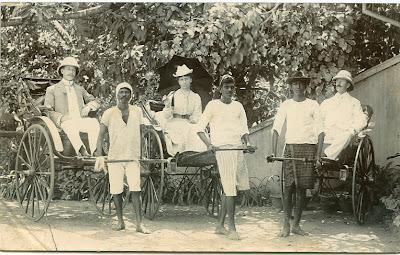 http://4.bp.blogspot.com/-K9nu9l31YG4/TZYlMJV3R0I/AAAAAAAAKP0/V7141R_tBI0/s400/British+People+in+Hand+Pulling+Rickshaws+-+Agra+1902.JPG