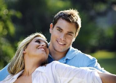 كيف تجعل البنات يحبونك,رجل امرأة يحبان بعض فى علاقة عاطفية رومانسية