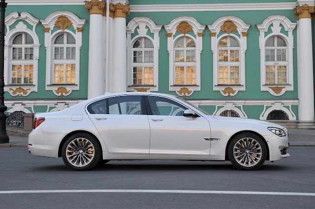 The new BMW 7 Series side