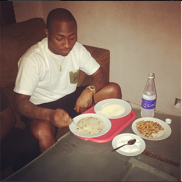Aye Crooner, Davido Enjoys A Meal of Garri And Groundnut – Photo