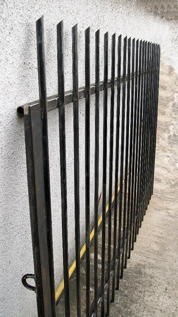 Oczko na kłódkę w bramie
