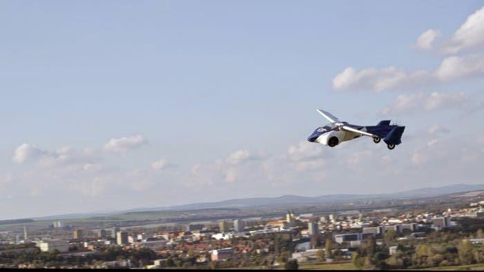 شاهذ السيارة الطائرة AeroMobil 3.0