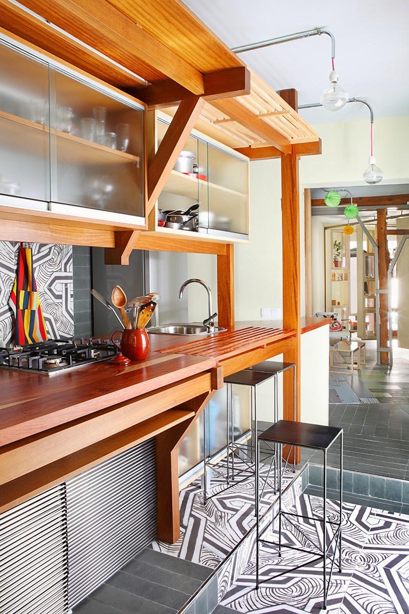 Regal Einbauten als Raumteiler im Altbau - raffinierte Raumteilung in Wohnung