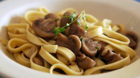 Flavorful pasta with garlicky mushroom