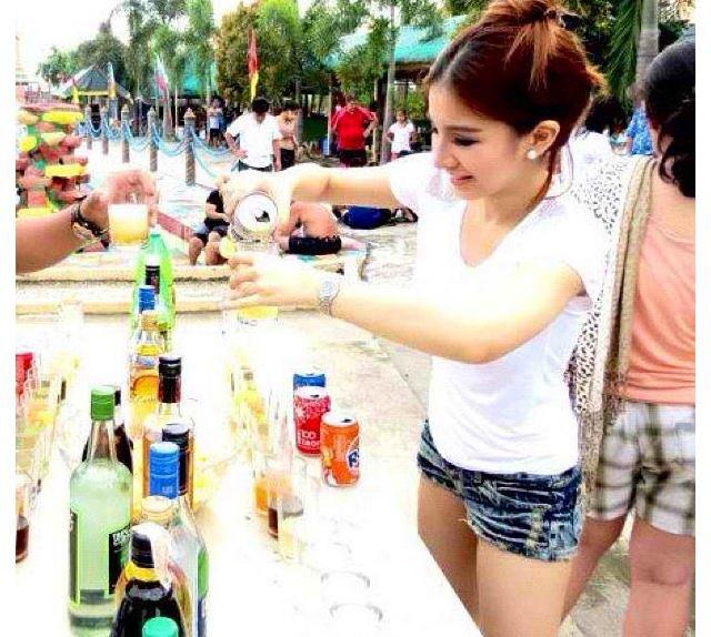 berna kano mixing a drink 01