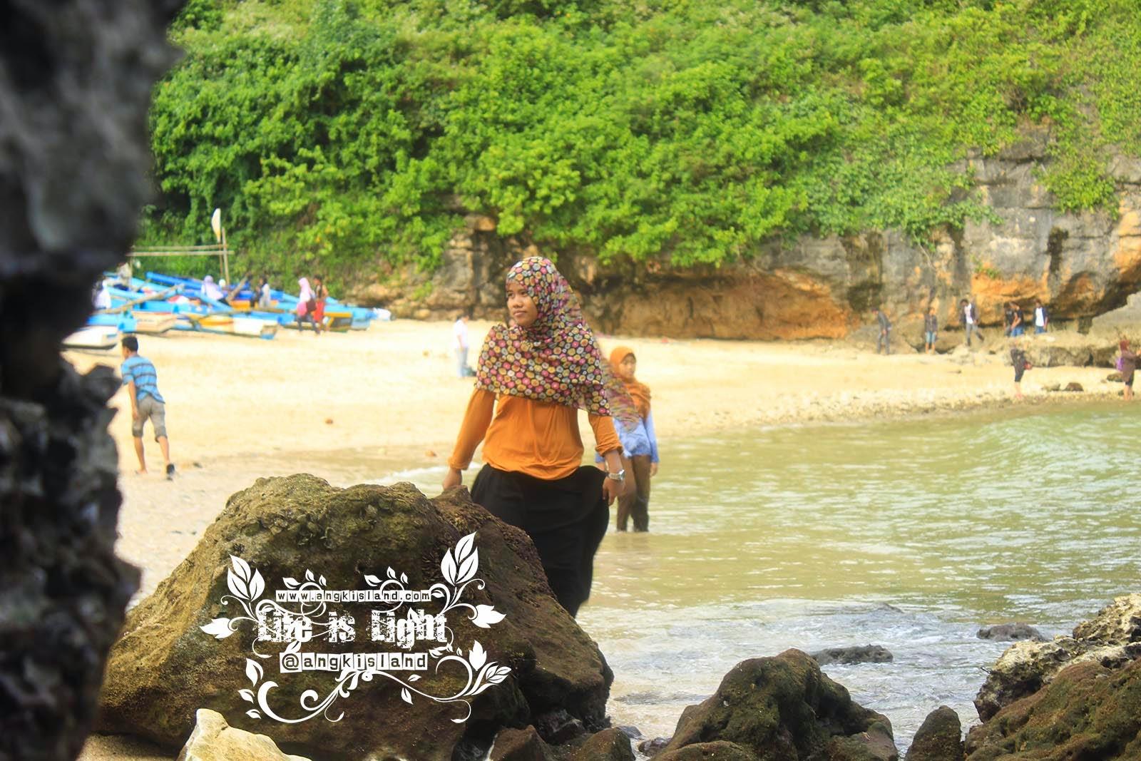 Cewek Pantai Ngrenehan