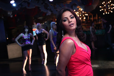 neetu chandra from kiladi movie cute stills