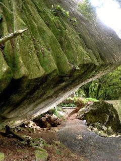 hobbit-troll-hoard-entrance