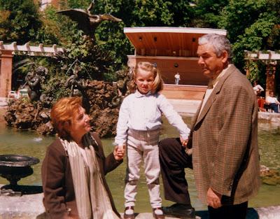 Mis padres con su primera nieta