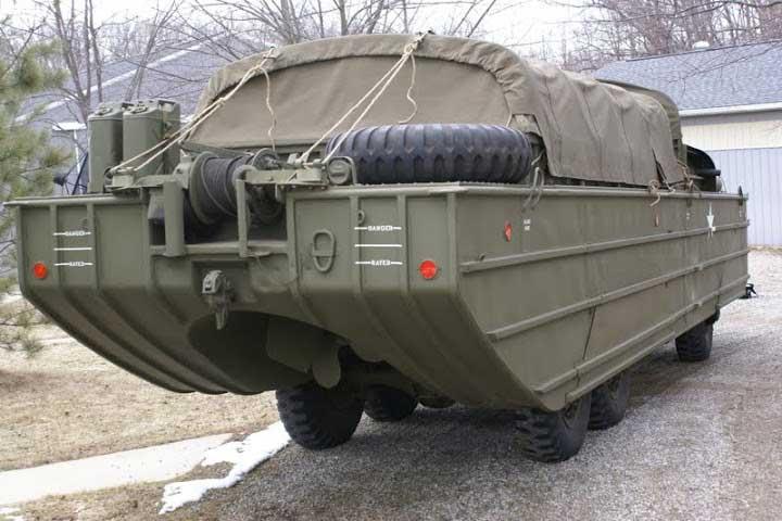 Amphibian truck