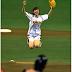 Shiraishi Mai tampil pada upacara pembukaan musim Baseball di Tokyo Dome