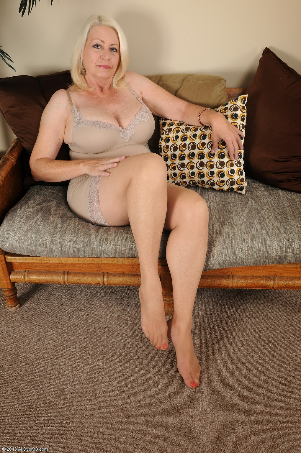 Milf blond cream,