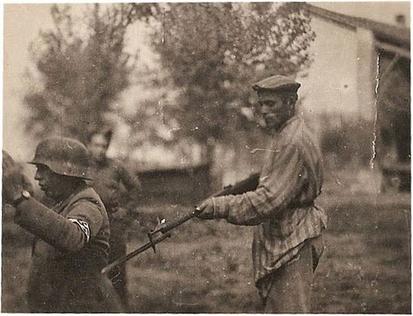 Rarest Historical Photos, That you can Never Forget. - Pic showing A Jew holding a Nazi guard at his gunpoint.