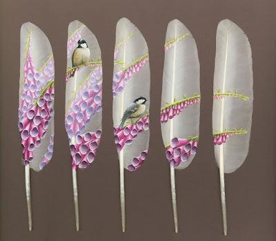 ian davie ha encontrado en las delicadas y blancas plumas de cisne el lienzo ideal para realizar estas pinturas bellas originales y exquisitas