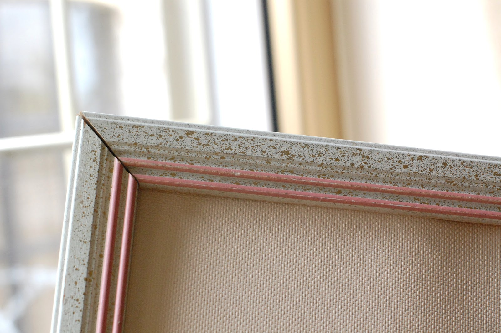 Our Yuppie Life: DIY: old frame-new cork board