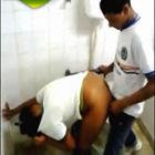 Sexo na Escola Dentro do Banheiro Caiu na Net - http://www.videosamadoresbrasileiros.com
