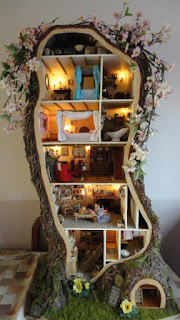 https://madsmousehouse.wordpress.com/2012/08/19/miniature-mouse-tree-house-inspired-by-brambly-hedge/