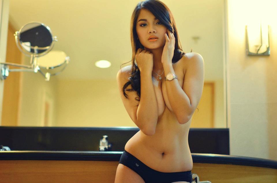 danica torres sexy topless photos 02