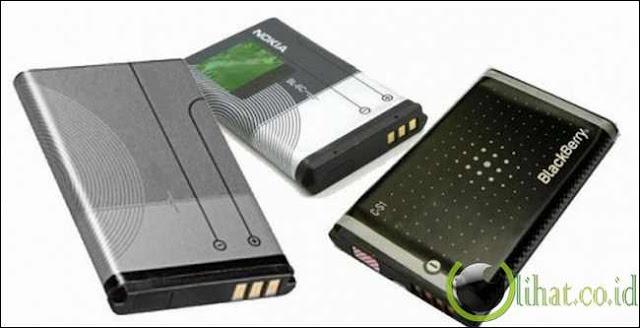 Rawat kebersihan smartphone dan baterai Anda