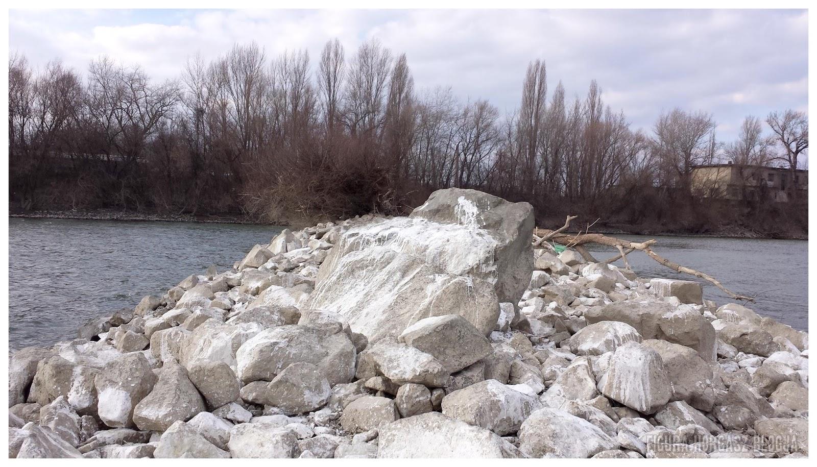 Kövezés, rugany