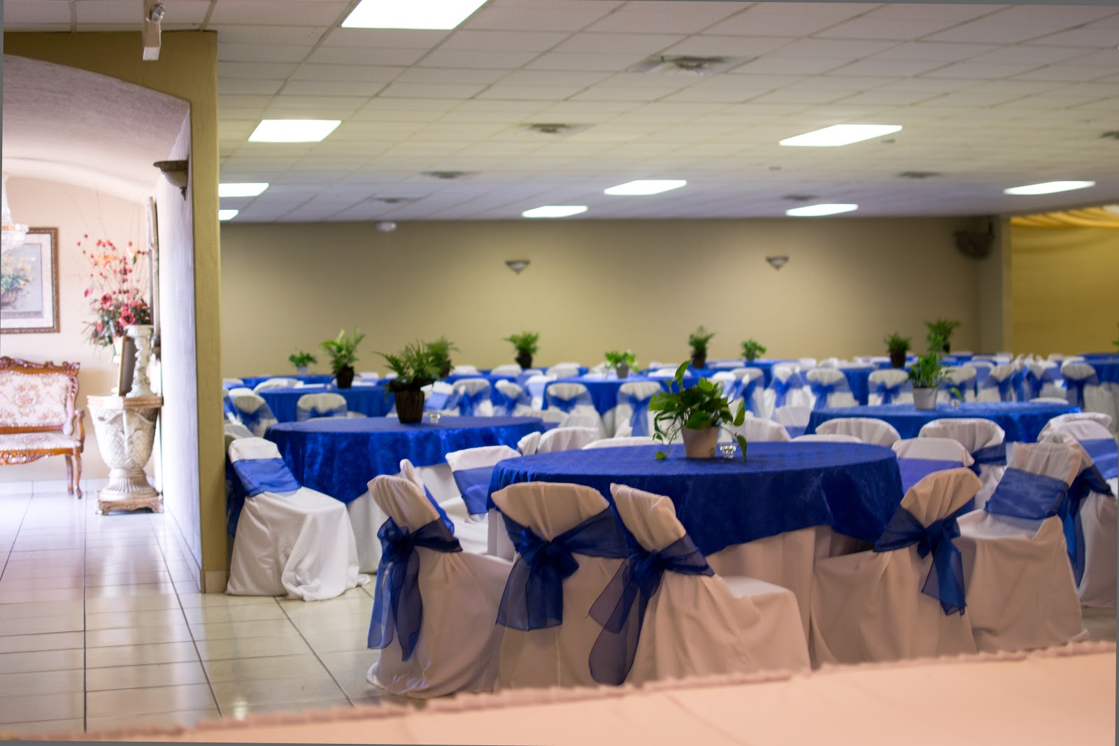Rincon real hall decorations wedding anniversary reception for Wedding banquet decorations