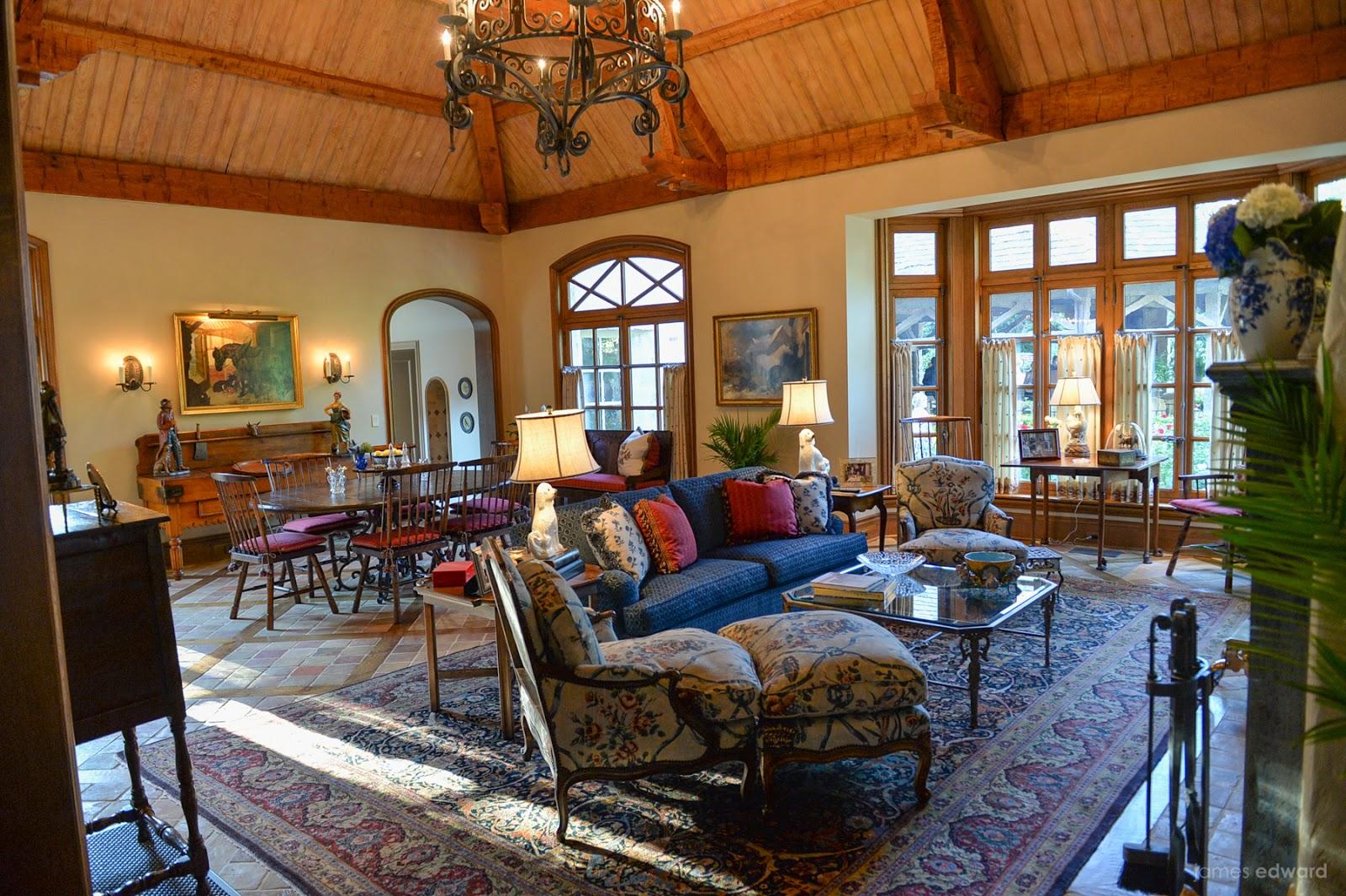 TRISHA TROUTZ: Exclusive Dallas Home and Gardens