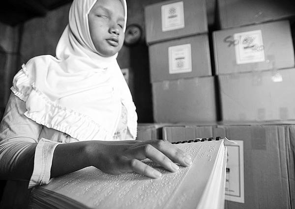 Akademisi Saudi Ciptakan Mushaf Al-Quran Braille Digital
