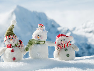 Smiling Cute Snowmen Mountain Landscape Behind HD Wallpaper
