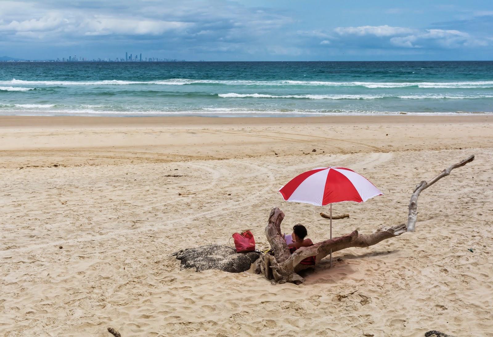 девушки на пляже отдых в Голд Кост