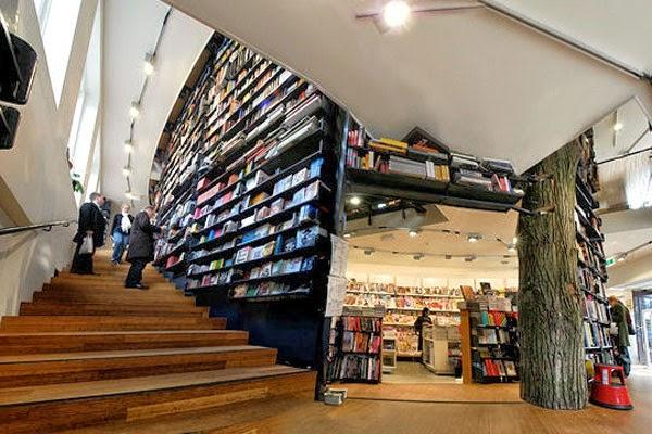 ubicada en msterdam esta hermosa librera aprovecha todos los espacios incluyendo las escaleras para exponer los mejores ttulos de la literatura