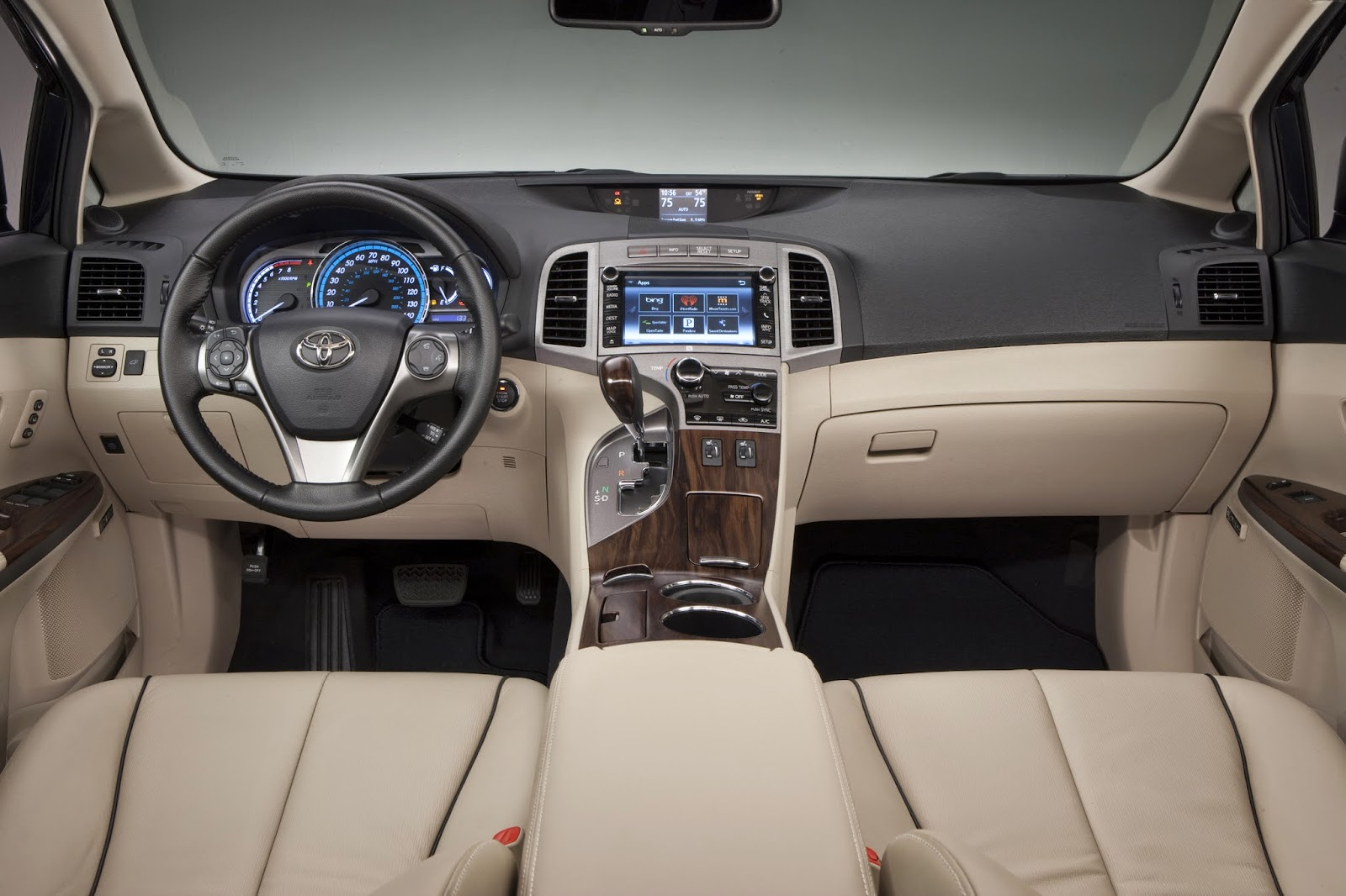 Interior view of 2014 Toyota Venza