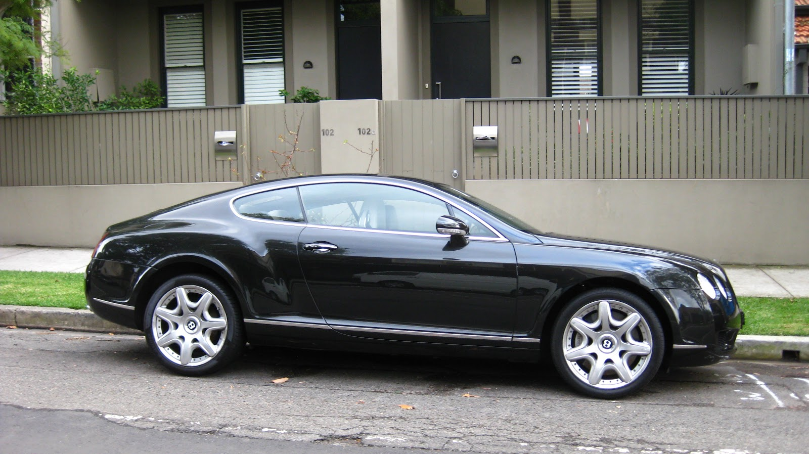 aussie old parked cars 2005 bentley continental gt. Cars Review. Best American Auto & Cars Review