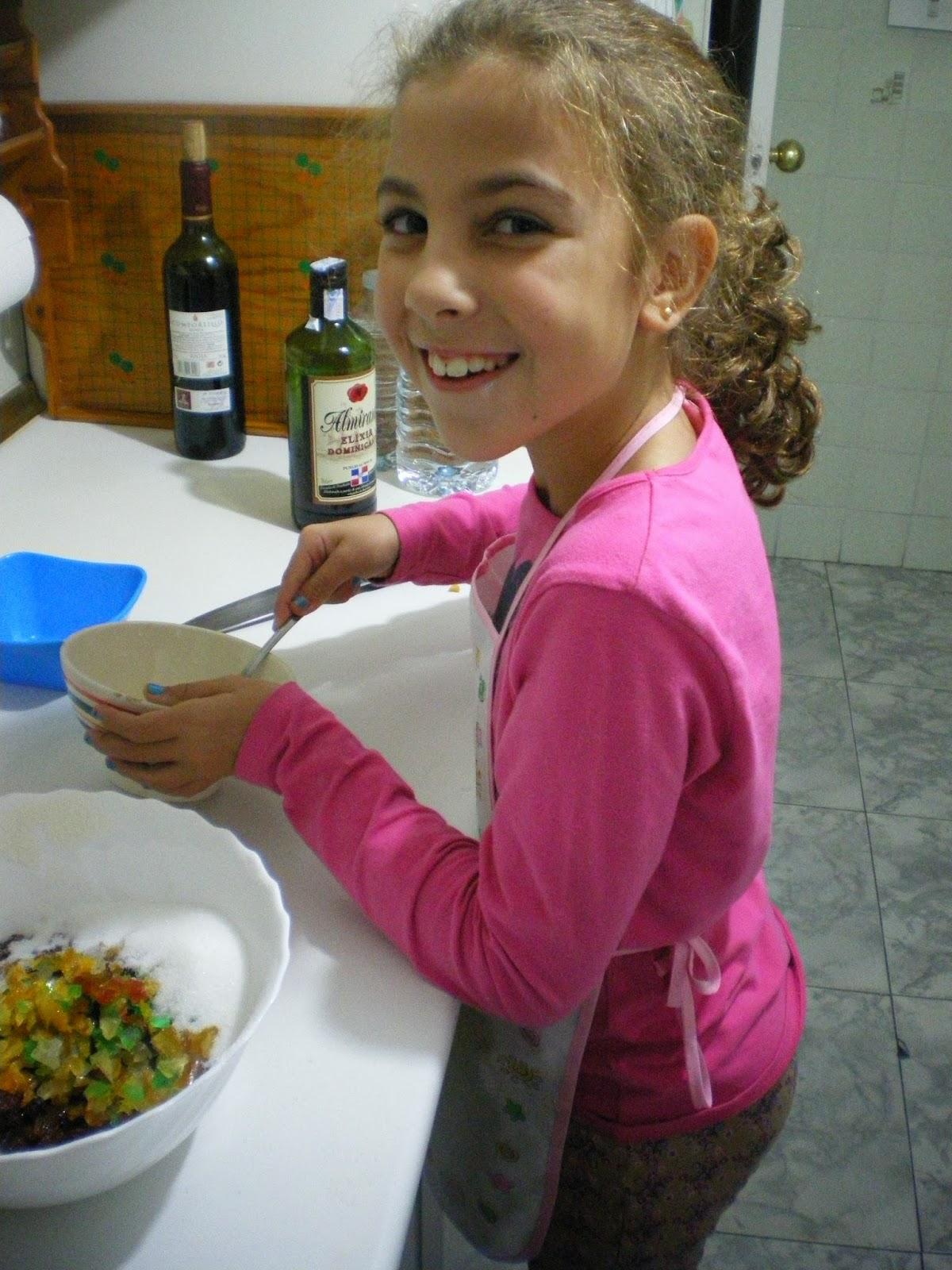 Dessertsabad panecillos dulces con pasas y fruta escarchada - Ana en la cocina ...